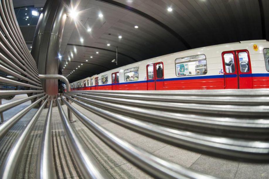 NaKolei.pl - Mężczyzna zmarł w wagonie warszawskiego metra