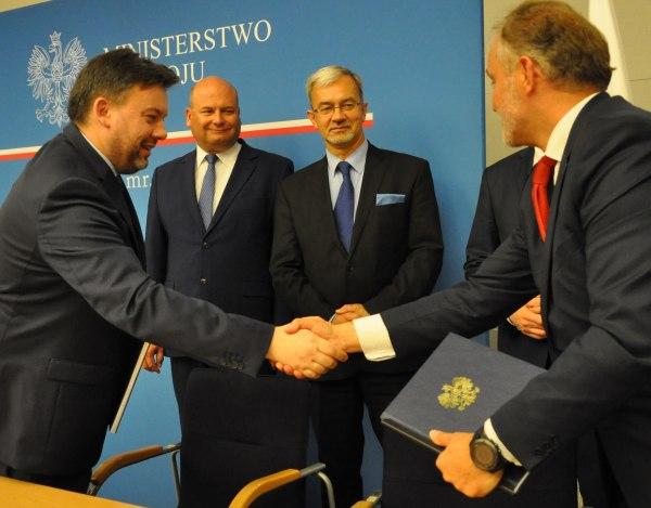 CUPT: Inwestycje transportowe w 7 województwach – podpisano 10 umów na dofinansowanie projektów