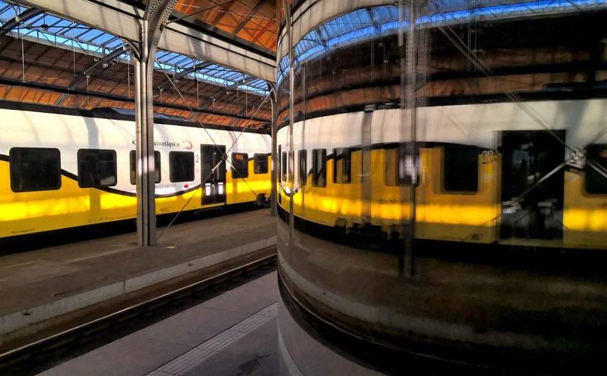 NaKolei.pl - 2000 funtów na cele charytatywne-pieniądze w pociągu dwa lata temu znaleźli pracownicy KD