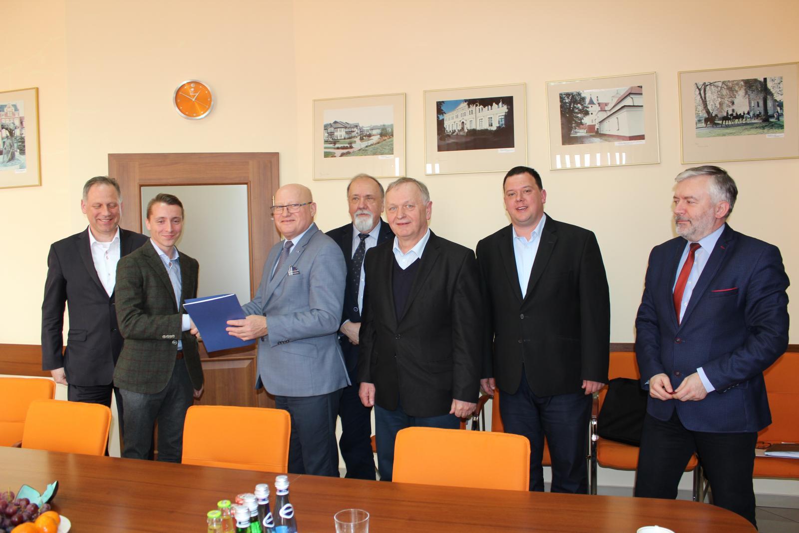 NaKolei.pl - Samorządy walczą o wznowienie ruchu na liniach nr 363 i 368