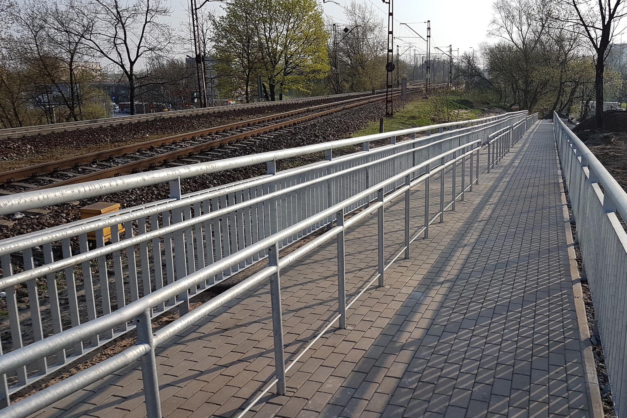NaKolei.pl - Nowa pochylnia dla niepełnosprawnych na przystanku Warszawa ZOO