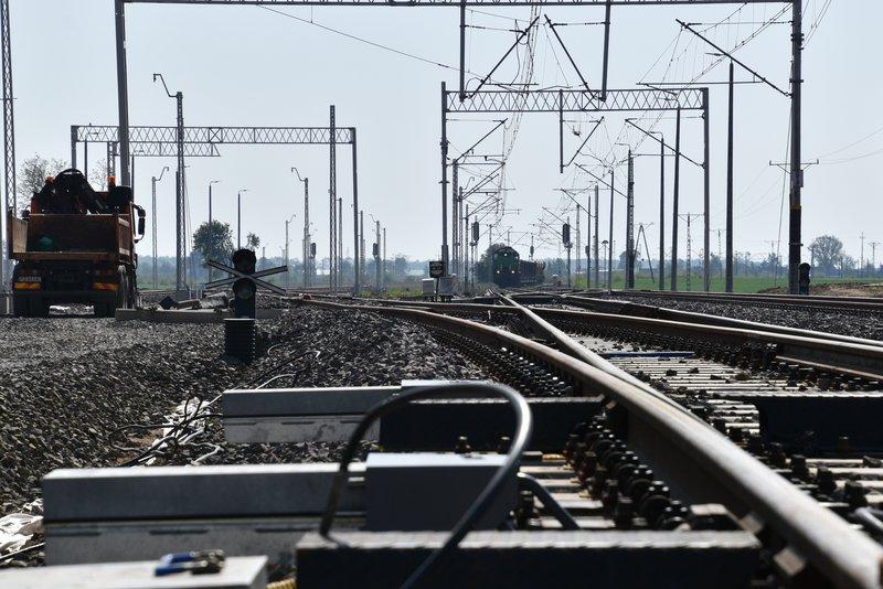 NaKolei.pl - Poznań-Warszawa - przy modernizacji trasy pracuje 900 osób. Widać efekty działań