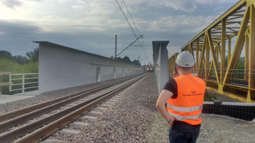 Uruchomiono transport towarów po nowym moście k. Dęblina. Drugi tor jeszcze w tym roku