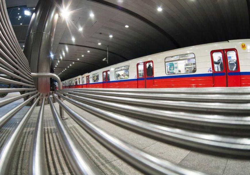 NaKolei.pl - Metro Pole Mokotowskie: Mężczyzna wpadł pod pociąg. Trwają utrudnienia w ruchu
