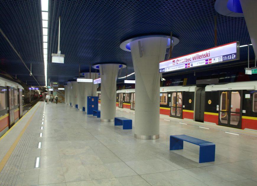 Metro jeździ wolniej