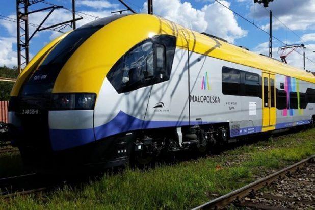 NaKolei.pl - Podopieczni Stowarzyszenia Tęcza sprawdzają dziś bilety w pociągach Kolei Małopolskich