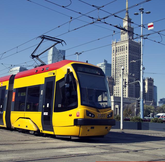 NaKolei.pl - Warszawa ul. Grójecka: Zderzenie trzech tramwajów jadących w kierunku centrum - ok. 10 osób rannych
