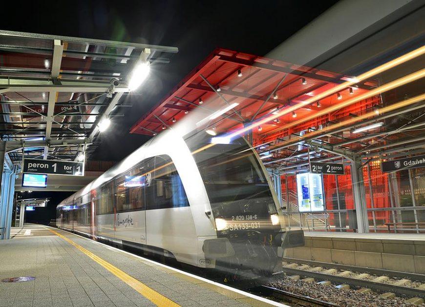 NaKolei.pl - Spadek punktualności pociągów pasażerskich. Średni czas opóźnień to 9 minut 36 sekund
