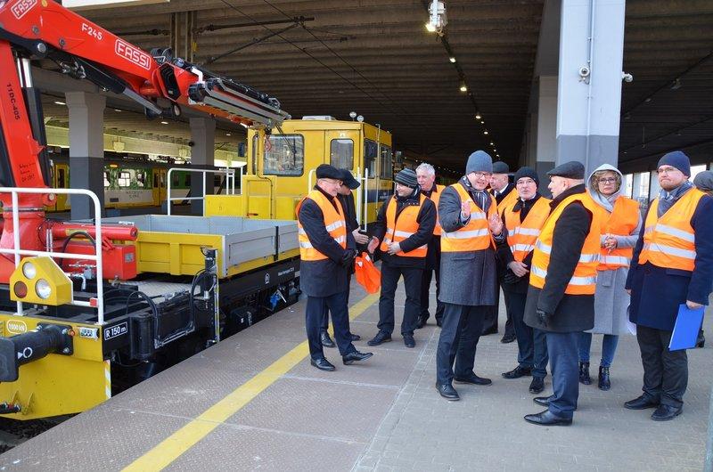 NaKolei.pl - Zamówienie aż 36 specjalistycznych pojazdów do prac na torach