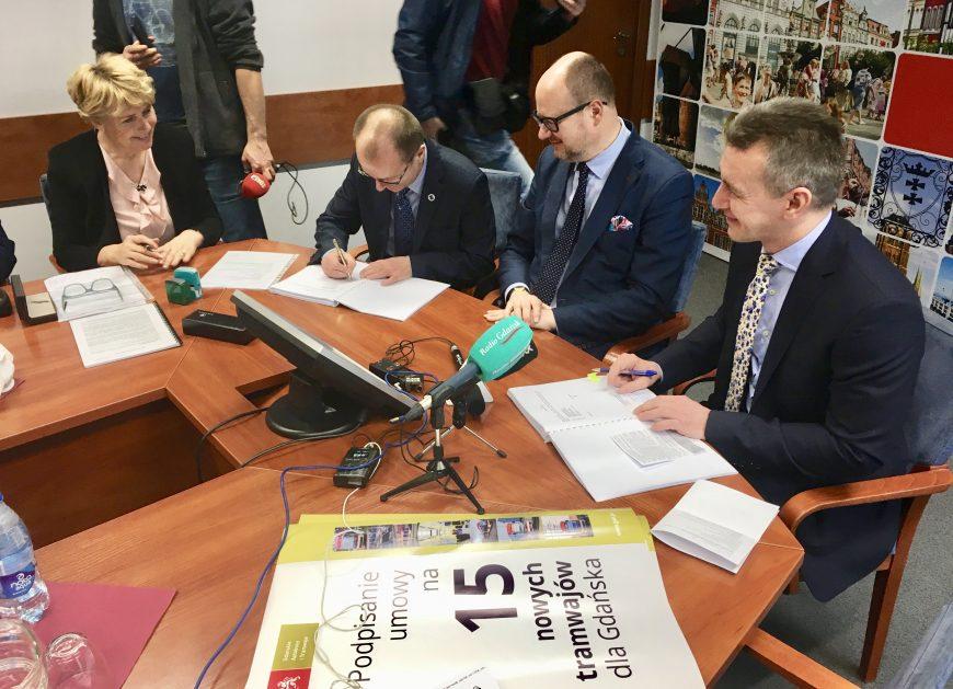 NaKolei.pl - Pesa Jazz Duo dla Gdańska - podpisano umowę na dostawę 15 pojazdów