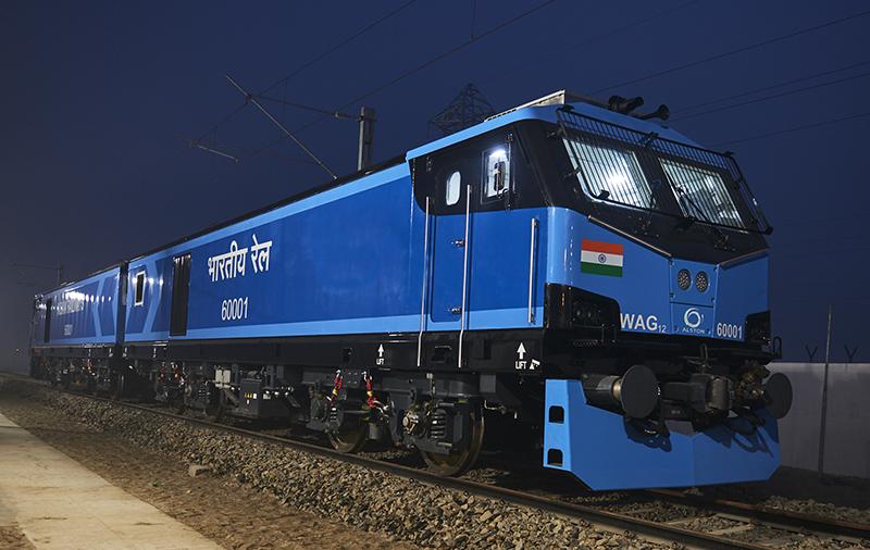 NaKolei.pl - Kolej w Indiach. Nowa lokomotywa od Alstomu
