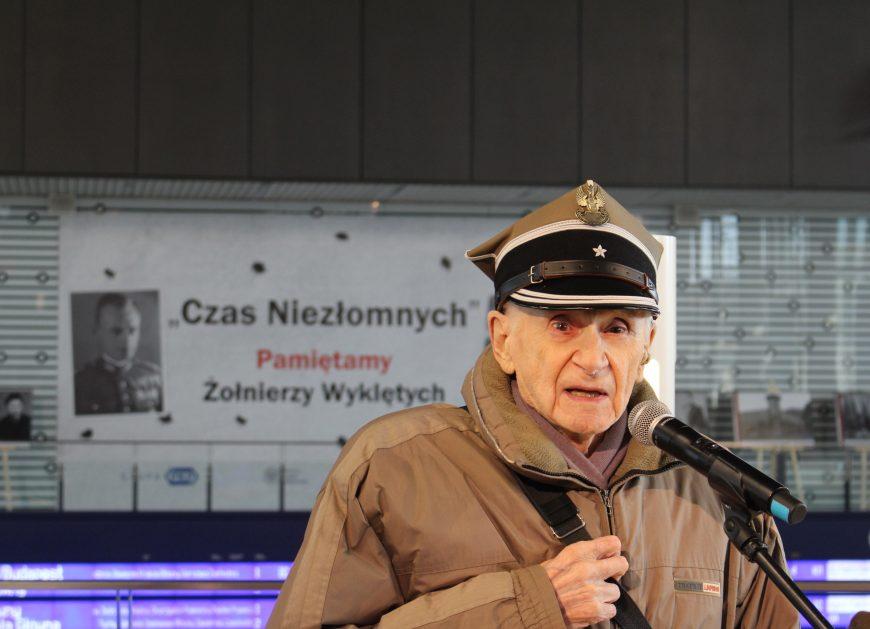 NaKolei.pl - Major Sikorski otworzył wystawę o Żołnierzach Wyklętych na Dworcu Centralnym w Warszawie