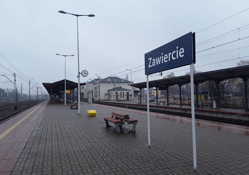 NaKolei.pl - Linia nr 182 na lotnisko za cztery lata