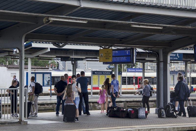 NaKolei.pl - Majówka na kolei - więcej patroli SOK, służby techniczne PKP PLK w gotowości