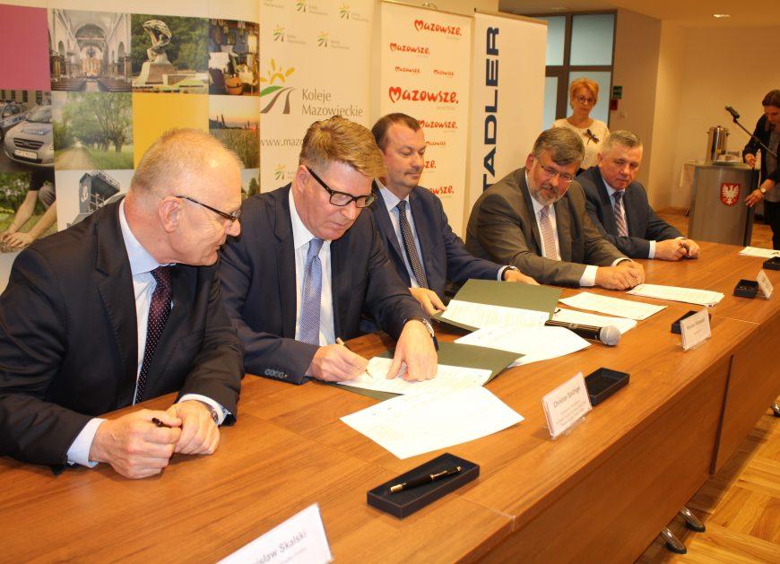NaKolei.pl - Stadler podpisał umowy na Flirty dla Kolei Mazowieckich