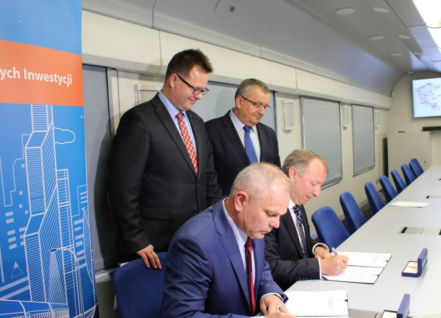 NaKolei.pl -20 nowych lokomotyw elektrycznych Griffin-PKP Intercity podpisało umowę z NEWAG S.A.
