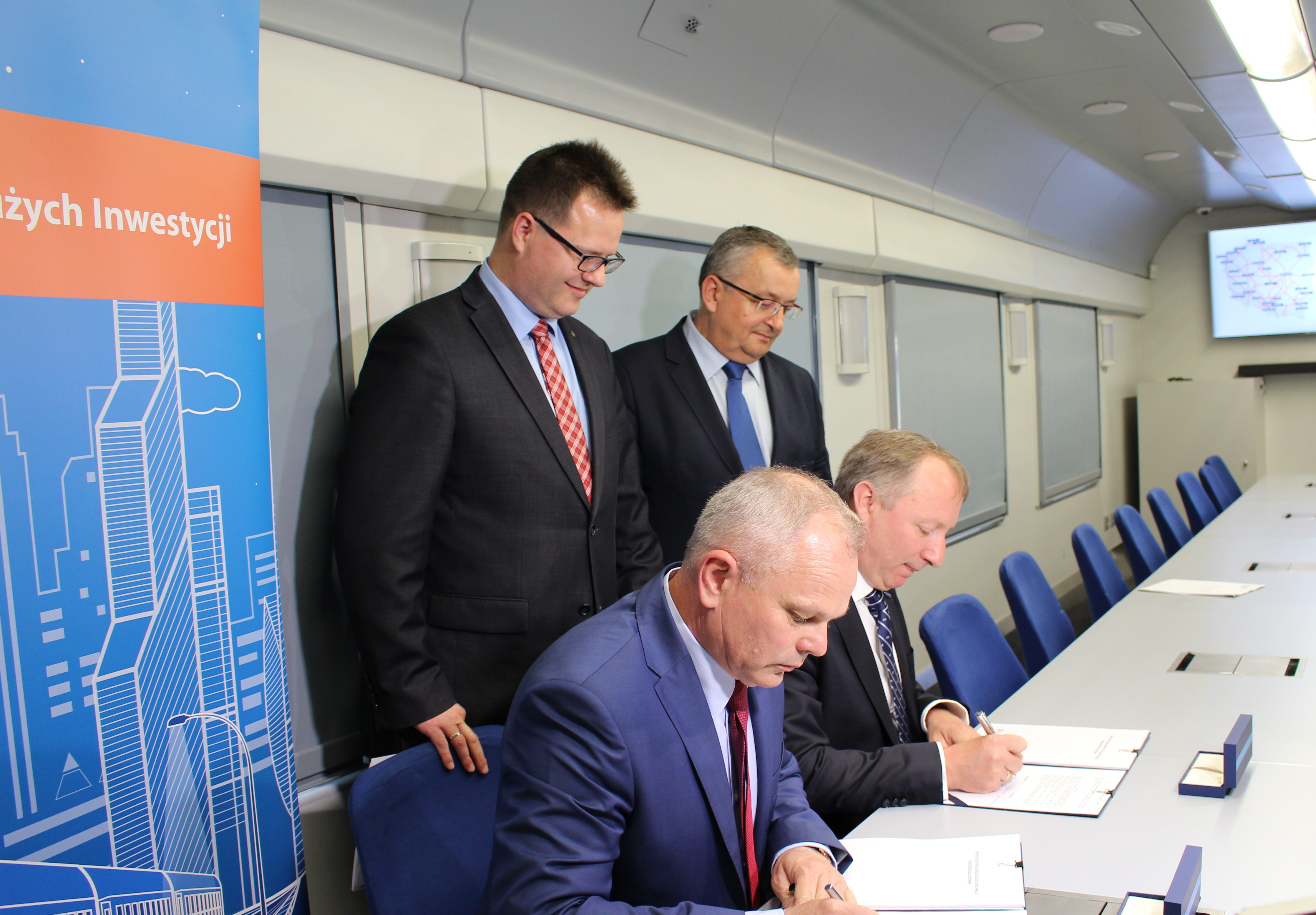 20 nowych lokomotyw elektrycznych Griffin-PKP Intercity podpisało umowę z NEWAG S.A.