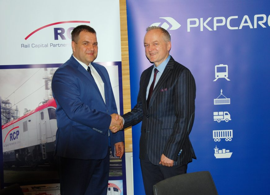 NaKolei.pl - PKP CARGO z umowami na modernizację, budowę i dzierżawę lokomotyw