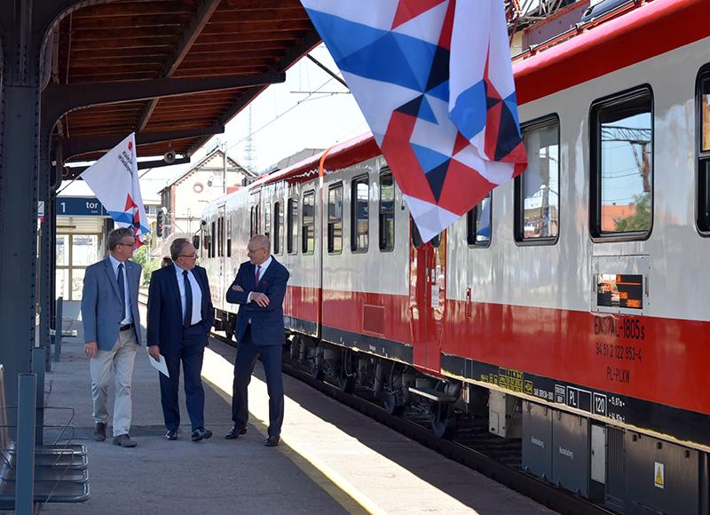 NaKolei.pl - Po sześciu latach powróciły połączenia na linii nr 281 Jarocin-Gniezno