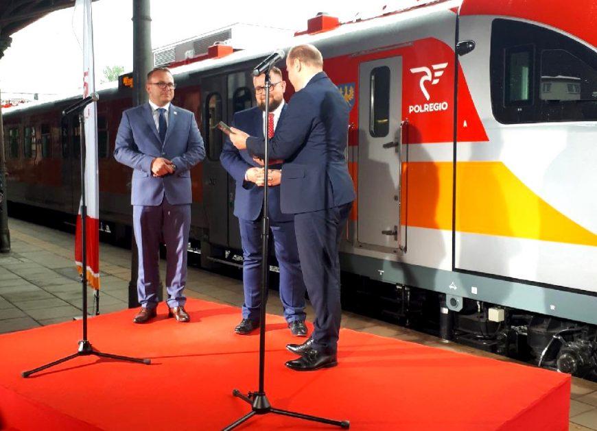 NaKolei.pl - POLREGIO odebrało już zmodernizowane ED72 dla województwa opolskiego