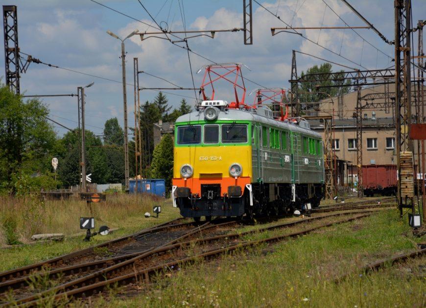 NaKolei.pl - PKP CARGO odnowiło lokomotywę ET41-153. Odzyskała swoje historyczne barwy