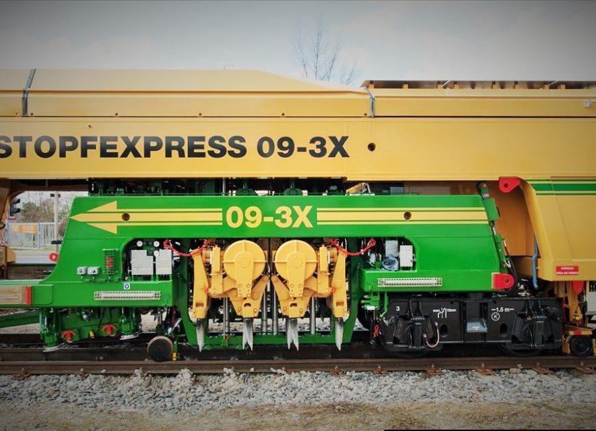 NaKolei.pl - Nowe podbijarki ZRK DOM-Dynamic Tamping Express 09-3X i Unimat 09-4x4/4S Dynamic