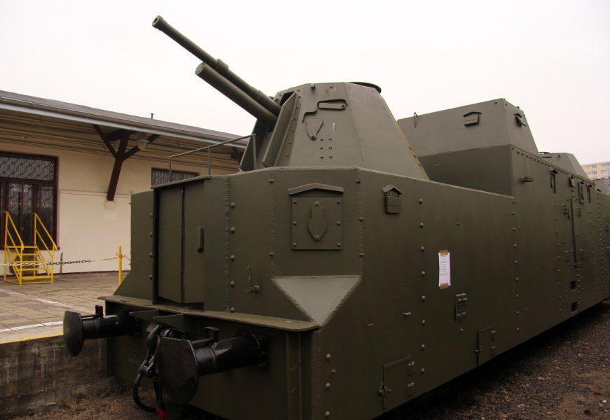 NaKolei.pl - Jutro można zwiedzać pociąg pancerny w Stacji Muzeum