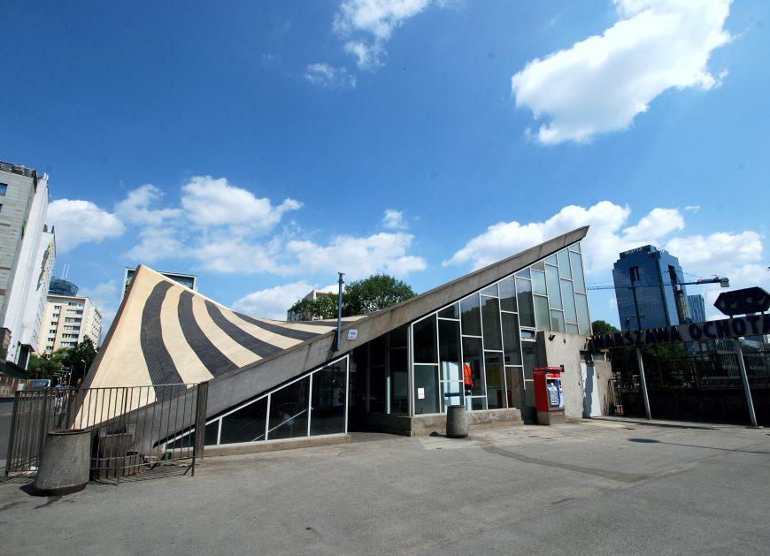 NaKolei.pl - Decyzją wojewódzkiego konserwatora dworzec Warszawa Ochota stał się zabytkiem