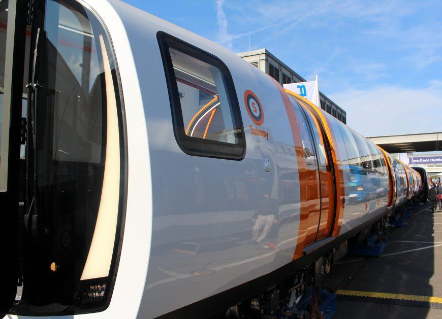 NaKolei.pl - Metro dla... Hobbitów z Glasgow? Niespotykany wagon Stadlera na InnoTrans 2018