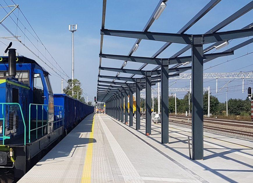 NaKolei.pl - Poznań-Warszawa: Nowy peron na stacji Konin już obsługuje podróżnych