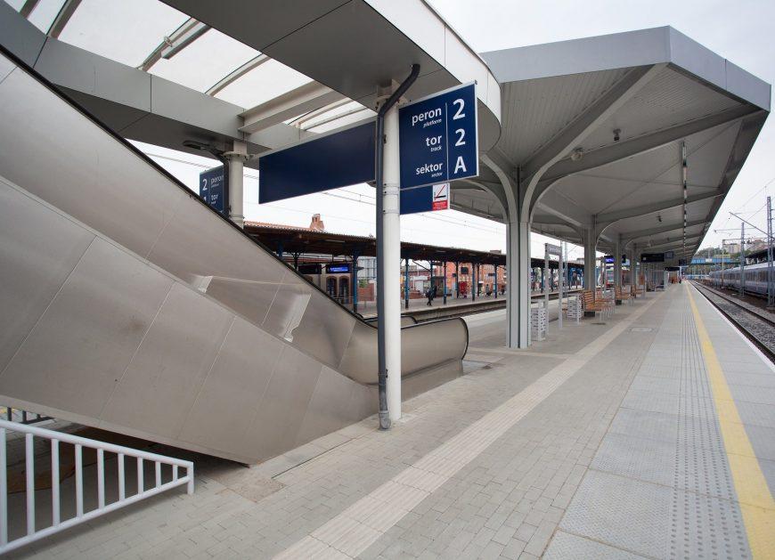 NaKolei.pl - Prawie gotowa stacja Szczecin Główny. Pociągi mogą już jeździć w stronę Szczecińskiego Portu Centralnego