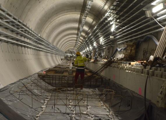 Powstaje pierwszy odcinek torowy na budowie II linii metra na Woli