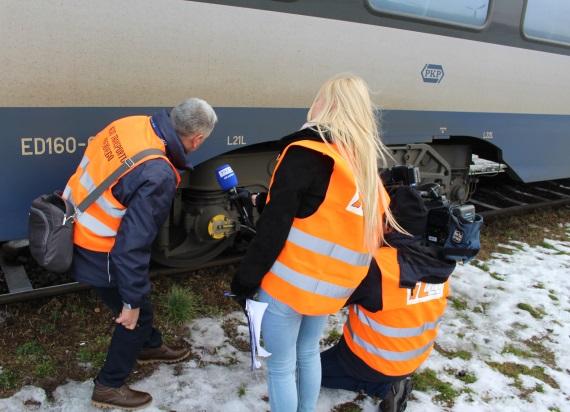 """Wzmożone kontrole pociągów w czasie ferii. Prezes UTK: """"Skontrolowanych będzie dodatkowoponad 80 pociągów"""""""