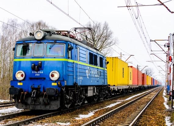 PKP CARGO kupuje 220 wagonów-platform