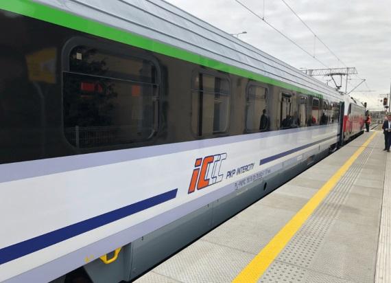 Pisarz jadący na spotkanie autorskie wyproszony z pociągu