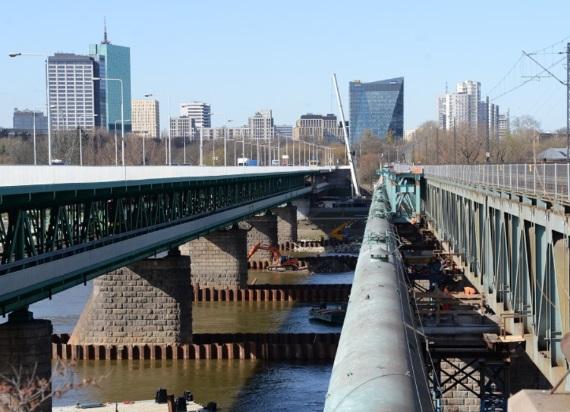 PLK: Przebudowa kolejowego Mostu Gdańskiego na półmetku