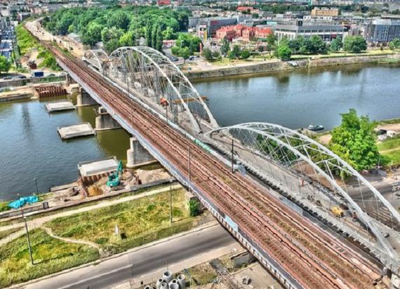 PKP PLK: Krakowski most kolejowy pojedzie nad San