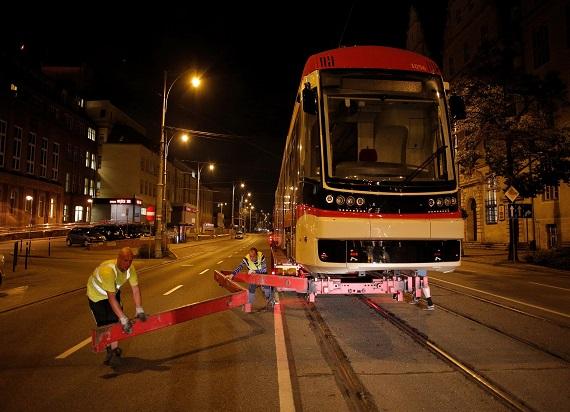 Pierwszy z 15 nowych tramwajów PESA Jazz Duo dostarczony do Gdańska