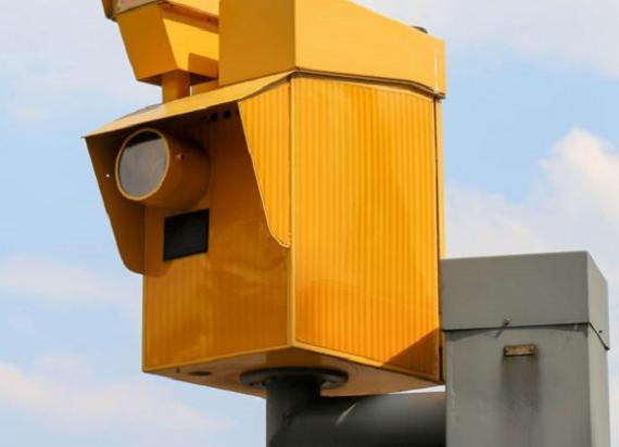 Na przejazdach kolejowo-drogowych staną fotoradary