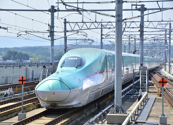 Japonia: Pociąg pędził 280 km/h z otwartymi drzwiami. Zawinił sprzątacz