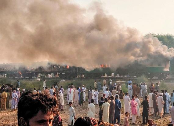Pakistan: Wybuchł pożar w pociągu. Kilkadziesiąt ofiar śmiertelnych