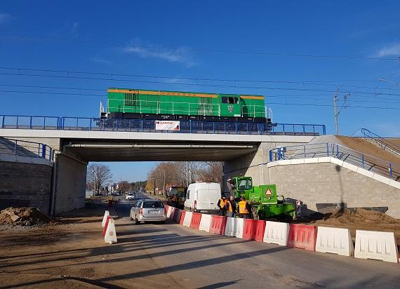 116 tonowa lokomotywa sprawdziła wiadukty na CMK