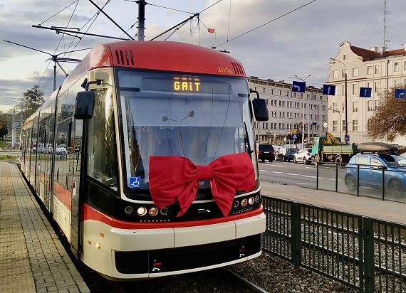 Dwa nowe tramwaje Pesa Jazz Duo jeżdżą już z pasażerami w Gdańsku [ZDJĘCIA]