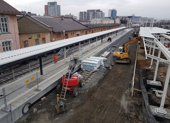 Dzięki przebudowie stacji Rzeszów Główny w listopadzie podróżni skorzystają z nowego peronu