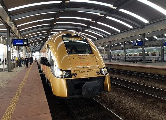 Pociąg Kolei Śląskich dojechał do Kluczborka. Regularne kursy od 15 grudnia