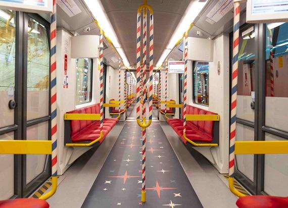 Świąteczny skład metra ponownie rusza na trasę