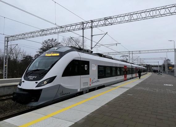 Będzie więcej pieniędzy w KPO na zakup taboru i rozwój infrastruktury kolejowej
