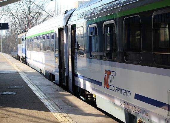 PKP Intercity zawiesza kolejne kursy. Tym razem również pociągi kategorii TLK i IC [LISTA]