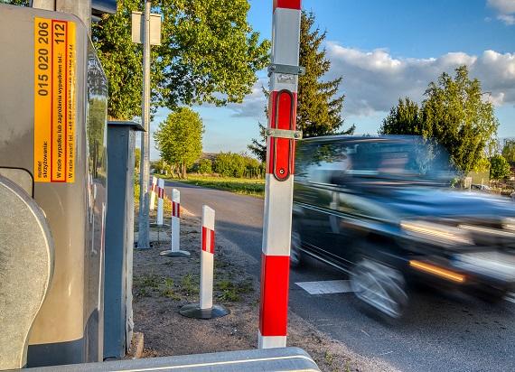 W 2019 roku było mniej wypadków na przejazdach kolejowo-drogowych