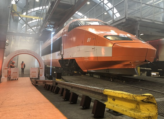 Pierwszy francuski TGV po 41 latach kończy swoją służbę